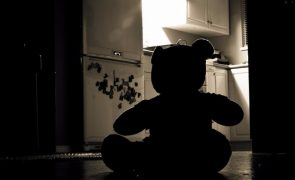 Gémeas de 12 anos abusadas por padrasto durante dez meses em Sertã