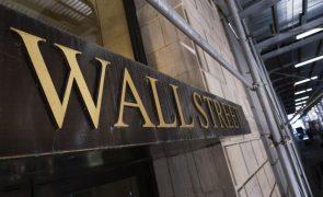 Wall Street fecha em baixa devido à subida do desemprego e ao recuo das tecnológicas