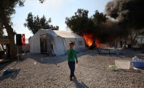 Dez países da UE recebem 400 crianças de Moria