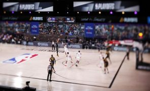 Triplo de Anthony Davis sob a buzina amplia vantagem dos Lakers na final do oeste