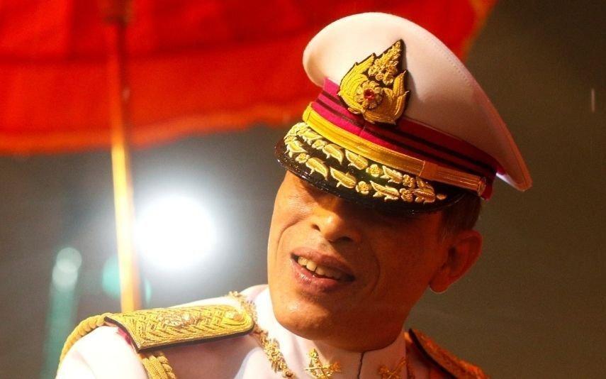 Rei da Tailândia junta mulher e amante na mesma cerimónia