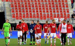 Covid-19: UEFA autoriza AZ Alkmaar a viajar para Itália apesar dos 13 positivos