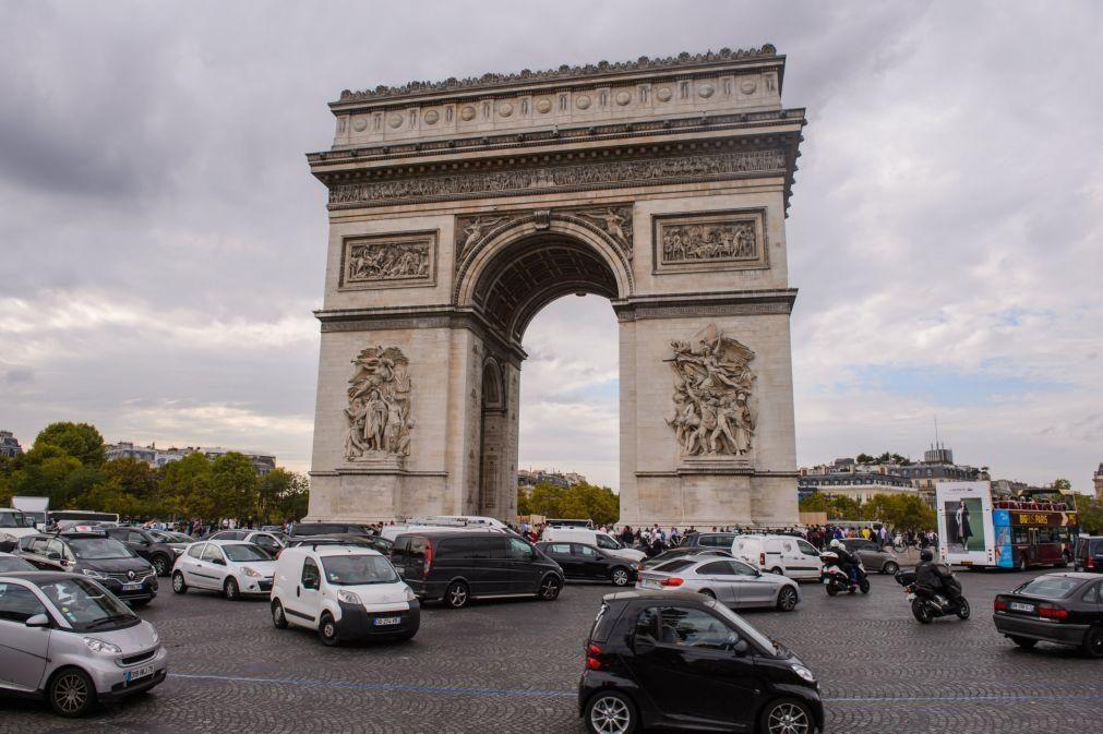 Levantado alerta de bomba no Arco do Triunfo em Paris -- 'media' local