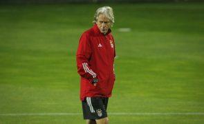 Jorge Jesus assume que defesa do Benfica não está