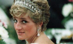 Fatia do bolo de casamento da princesa Diana vendida por mais de 2000 euros