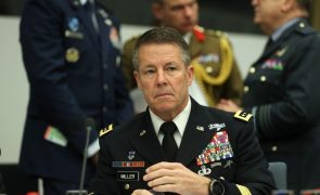 Afeganistão: Chefe das forças militares dos EUA e da NATO transfere comando