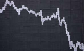Bolsa de Tóquio abre a perder 1,3%
