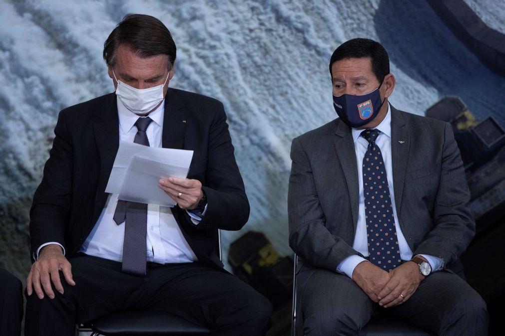 Vice-PR brasileiro afasta substituição de Bolsonaro e minimiza escândalo das vacinas