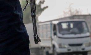 Talibãs dizem controlar 90% das fronteiras afegãs