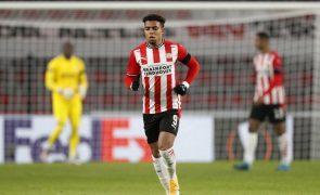 Donyell Malen deixa PSV Eindhoven para reforçar alemães do Borussia Dortmund