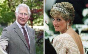 Princesa Diana e príncipe Carlos casaram-se há 40 anos