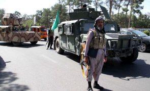 Talibãs conquistam décima capital provincial do Afeganistão, a 150 quilómetros de Cabul