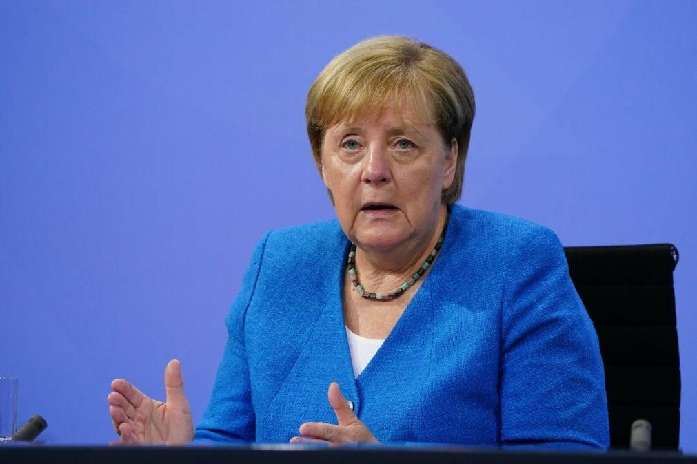 Angela Merkel visita Moscovo e Kiev para se reunir com Putin e Zelenski