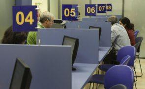 Governo clarifica que teletrabalho é incompatível com atendimento ao público