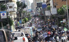 Covid-19: Milhares de viaturas nas avenidas de Banguecoque em protesto contra Governo