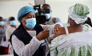 Covid-19: Portugal envia para Angola mais 135.000 doses da vacina AstraZeneca