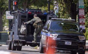 Polícia diz que homem em carrinha junto ao Capitólio afirma ter uma bomba
