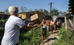 Covid-19: Brasil com mais 318 mortes e 14.404 novas infeções