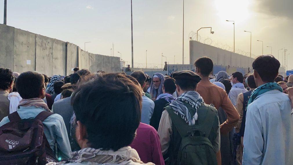 Afeganistão: Cerca de 19.000 pessoas partiram de Cabul nas últimas 24 horas