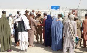 Afeganistão: ONU pede ao Paquistão para abrir fronteiras para afegãos em risco