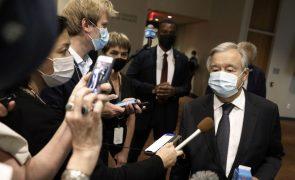 Afeganistão: Presidente do G20 e líder da ONU debatem crise aberta por talibãs