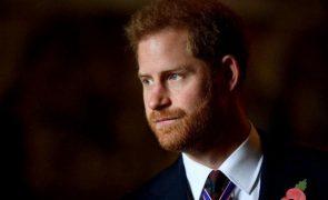 Príncipe Harry surpreende com aparição inesperada em gala de prémios