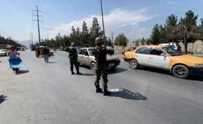 Afeganistão: Talibãs adiam novamente anúncio de futuro Governo