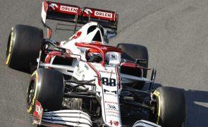 Covid-19: Räikkönen volta a ser substituído por Kubika em Itália