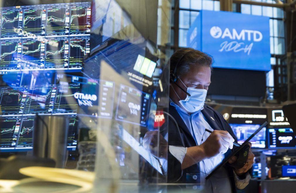 Wall Street fecha em baixa apesar de inflação ser melhor do que esperado