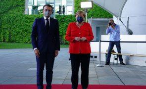 Macron e Merkel garantem que vão trabalhar juntos durante negociações para próximo Governo alemão