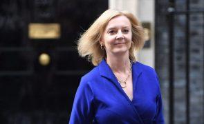 Londres defende pacto com Estados Unidos e Austrália e esta alega interesse nacional