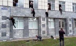 Tiroteio numa universidade na Rússia faz vários mortos e feridos [vídeo]