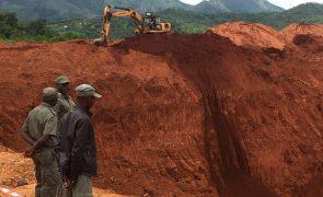 Jovem morre soterrado ao extrair carvão mineral no centro de Moçambique