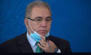 Covid-19: Ministro da Saúde do Brasil testa positivo e ficará em isolamento nos EUA