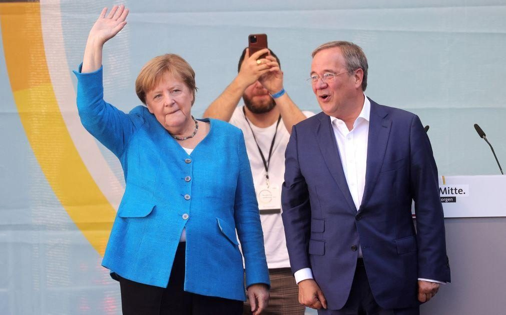 Alemanha/Eleições: Angela Merkel apela a um voto pelo