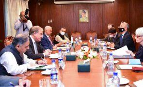 Talibãs e EUA reuniram-se presencialmente para discutir situação do Afeganistão