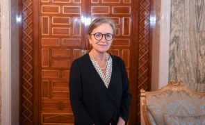 Primeira-ministra da Tunísia anuncia Governo após dois meses de incerteza