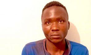 Assassino de crianças morto por multidão ao fugir de esquadra [vídeo gráfico]
