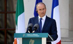 Covid-19: Irlanda trava desconfinamento devido a aumento de casos e internamentos